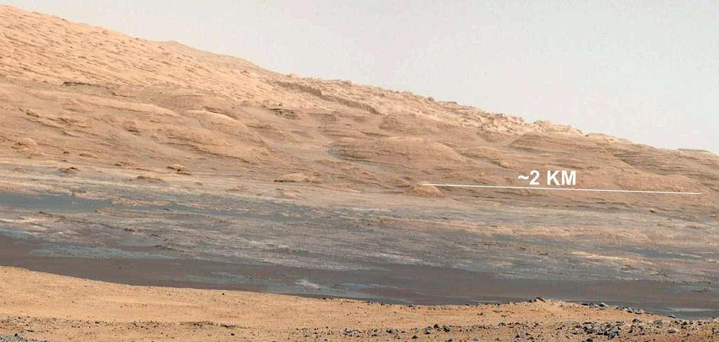 Sur cette vue du mont Sharp, on aperçoit très clairement différentes couches rocheuses. © Nasa/JPL-Caltech/MSSS