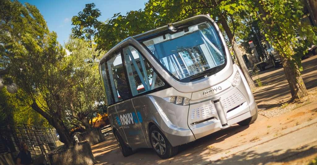 La navette autonome Navya a commencé à faire ses preuves. Ce véhicule électrique sans conducteur a roulé à Lyon et au CES de Las Vegas, notamment, et convient très bien pour des déplacements courts en milieu urbain. © Navya