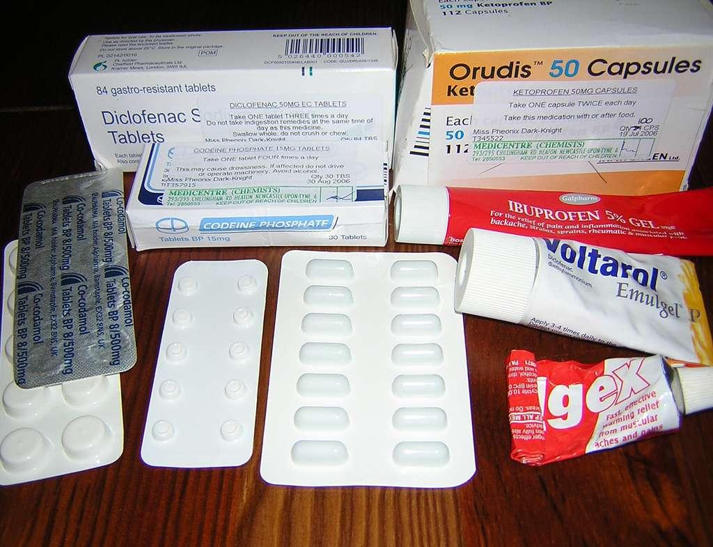 Les anti-inflammatoires non stéroïdiens sont nombreux, mais beaucoup comportent du diclofénac ou de l'ibuprofène. Moins on en utilise, et mieux on entretient notre santé cardiovasculaire. © Phoenix Dark-Night, Flickr, cc by nc sa 2.0