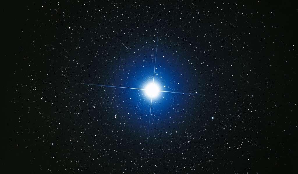 Sirius, l'étoile la plus brillante du ciel. © Akira Fuji