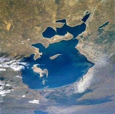 La mer d'Aral en 1985, vue depuis une navette spatiale. Crédit NASA.