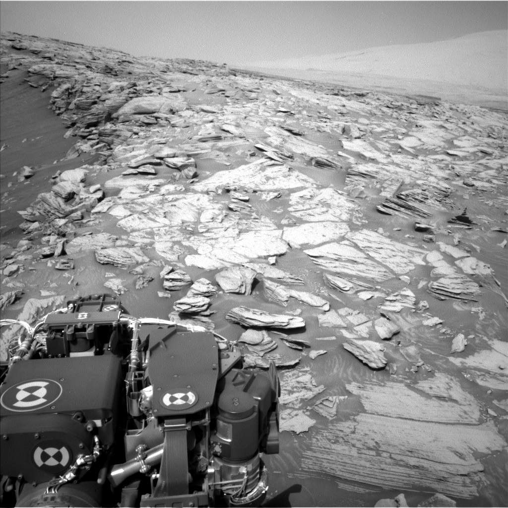 Une photo prise par Curiosity au somment du glacis de Greenheugh. La photo a été prise par la Left Navigation Camera au Sol 2695. © Nasa, JPL-Caltech