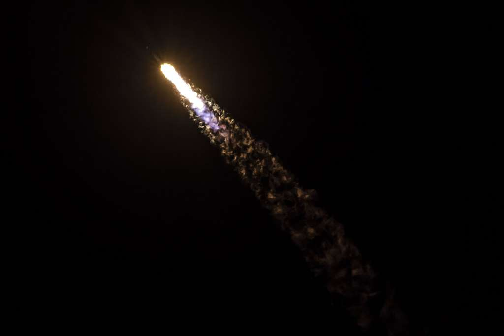 Le lanceur Falcon 9 en pleine ascension le 4 mai 2019. © SpaceX