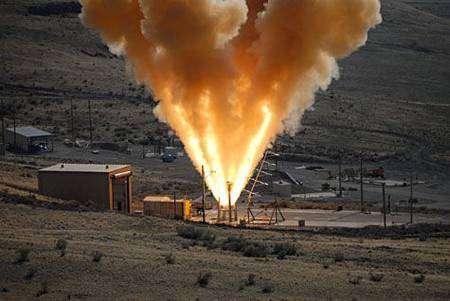 Test de LAS, tuyères dirigées vers le ciel Cliquer pour agrandir. Crédit Nasa