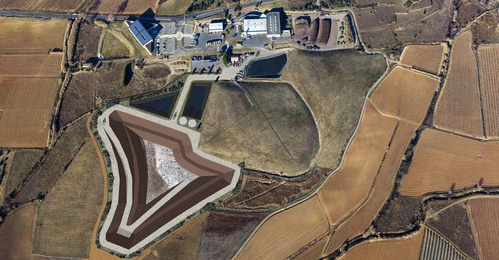 Dans l'Hérault, la Communauté de communes du Nord du Bassin de Thau porte un projet d'extension de l'ISDND de Villeveyrac que l'on découvre sur ce photomontage. © EODD Ingénieurs Conseils