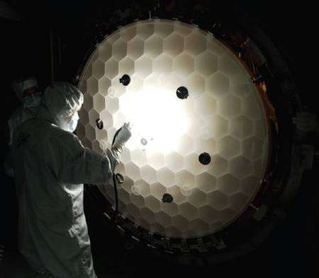 Le miroir primaire de 1,40 mètre de Kepler. Crédit Nasa