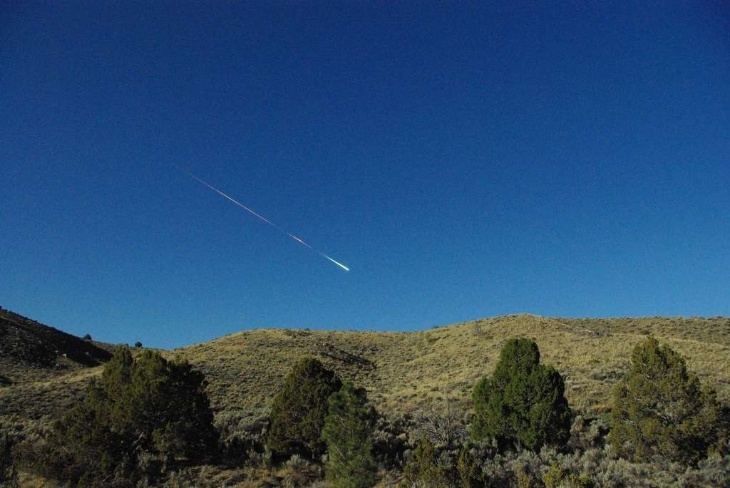 Le petit corps céleste qui s'est désintégré dans le ciel californien le 22 avril 2012 au matin. Ses fragments, qui ne totalisent que 1 kg, ont été retrouvés près de Sutter's Mill, d'où le nom de la météorite. © Lisa Warren