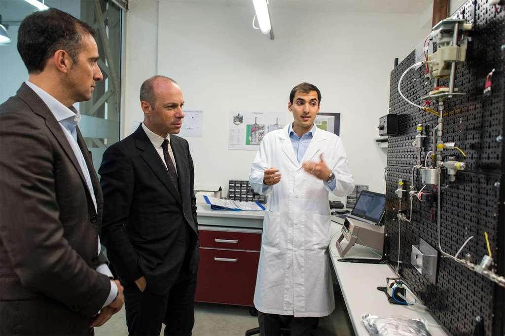 Le prototype de la machine à café en cours de validation technique et de sécurité dans les laboratoires d'Argotec. © Lavazza, Argotec