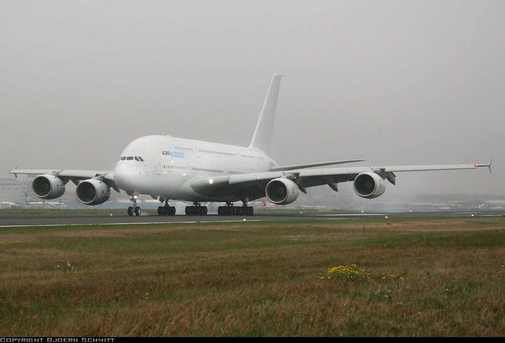 L'A380 se pose à Francfort