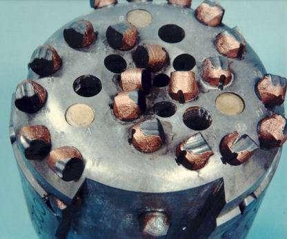 Tête de forage équipée de diamants synthétiques polycristallins (Crédits : ©2005 Sandia Corporation).