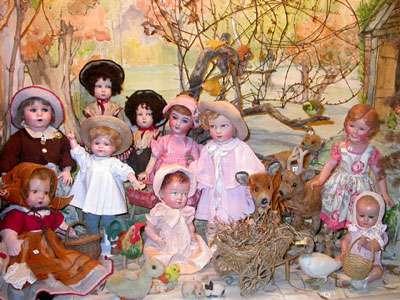 Poupées du Musée de la poupée parmi lesquelles on trouvera les fameux baigneurs en Celluloïd