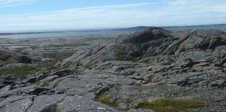 Une vue de la baie d'Hudson et de la ceinture verte du Nuvvuagittuq où la roche peut-être la plus vieille du monde a été découverte. Crédit Science