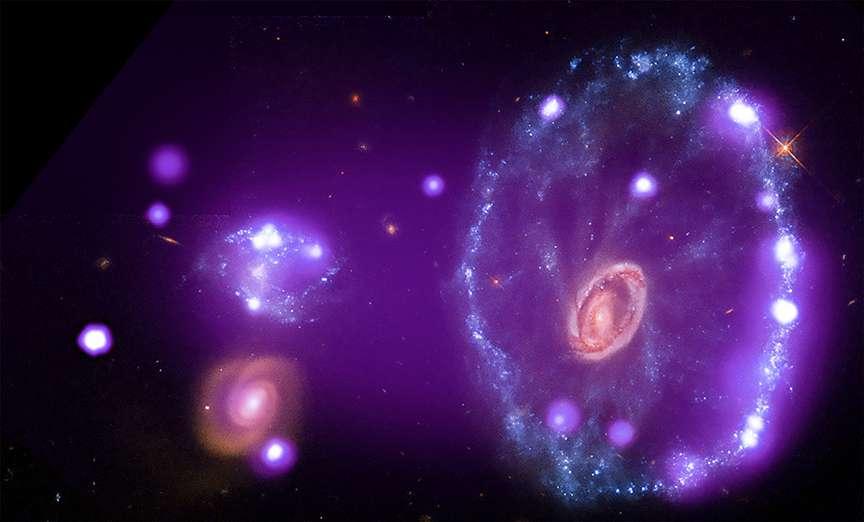 La galaxie de la Roue de chariot a subi une collision cataclysmique qui lui a donné sa forme il y a environ 100 millions d'années. © X-ray: Nasa/CXC ; Optical : Nasa/STScI