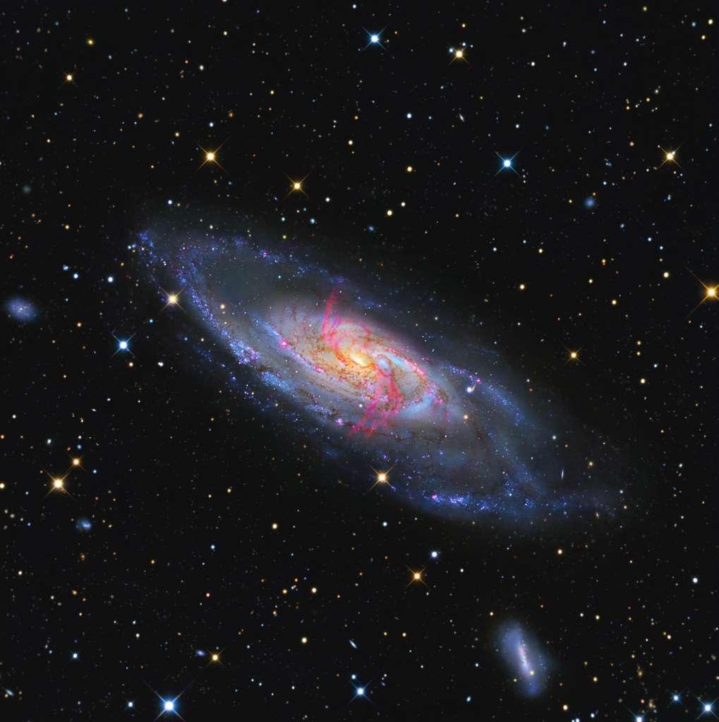 LAB-1 héberge plusieurs galaxies primordiales, dont une galaxie active. Ici M 106, un exemple de galaxie active. © Jay Gabany