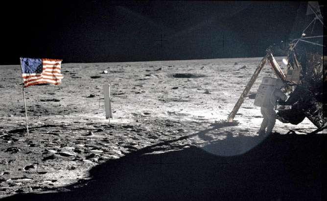 Juillet 1969 : premier débarquement humain sur la Lune. Alors que le cinquantième anniversaire de cet événement majeur de la conquête spatial se profile, d'aucuns se demandent si Mars sera atteinte ces cinquante prochaines années. © Nasa