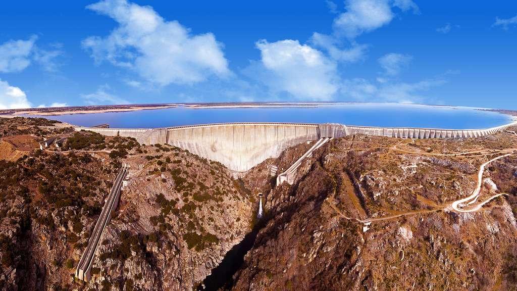 Le barrage d'Almendra, l'une des plus hautes structures d'Espagne