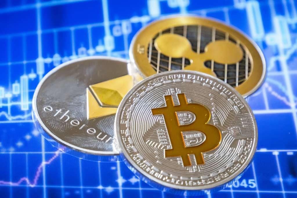 Découvrez cinq cryptomonnaies à suivre en 2020, sans perdre de vue qu'investir dans les monnaies virtuelles peut être risqué. © max8xam, Adobe Stock