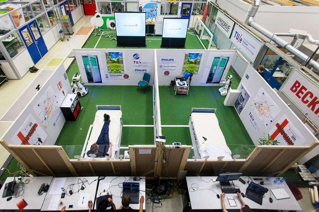 C'est à l'université d'Eindhoven, aux Pays-Bas, que la plateforme RoboEarth a été testée il y a deux semaines. Pour cela, les chercheurs ont reconstitué un milieu hospitalier dans lequel quatre robots devaient évoluer et accomplir des tâches sans aucune programmation préalable. Ils sont allés récupérer toutes les informations dont ils avaient besoin sur le « cloud robotique ». © RoboEarth
