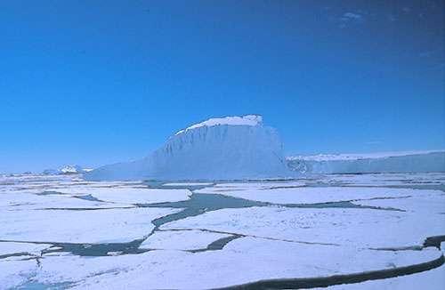 Icebergs et banquise, Terre Adélie. © CNRS Photothèque - Jean Duprat, Cécile Engrand