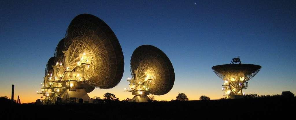 Le radiotélescope ATCA qui a été combiné à d'autres radiotélescopes australiens pour faire de la VLBI en 2007 dans le but d'écouter Gliese 581. © CSIRO Australia