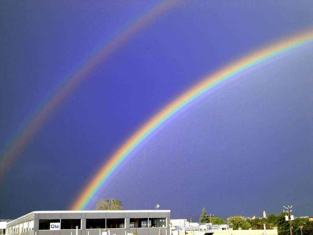 Un exemple d'arc-en-ciel secondaire, à gauche. © Serge Melki, cc by nc 2.0