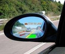 Dans le rétroviseur extérieur, des informations sur les vitesses des autres véhicules. © Light Blue Optics