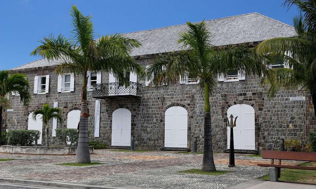 L'Hôtel de la Collectivité dans le port de Gustavia. © Antoine, tous droits réservés