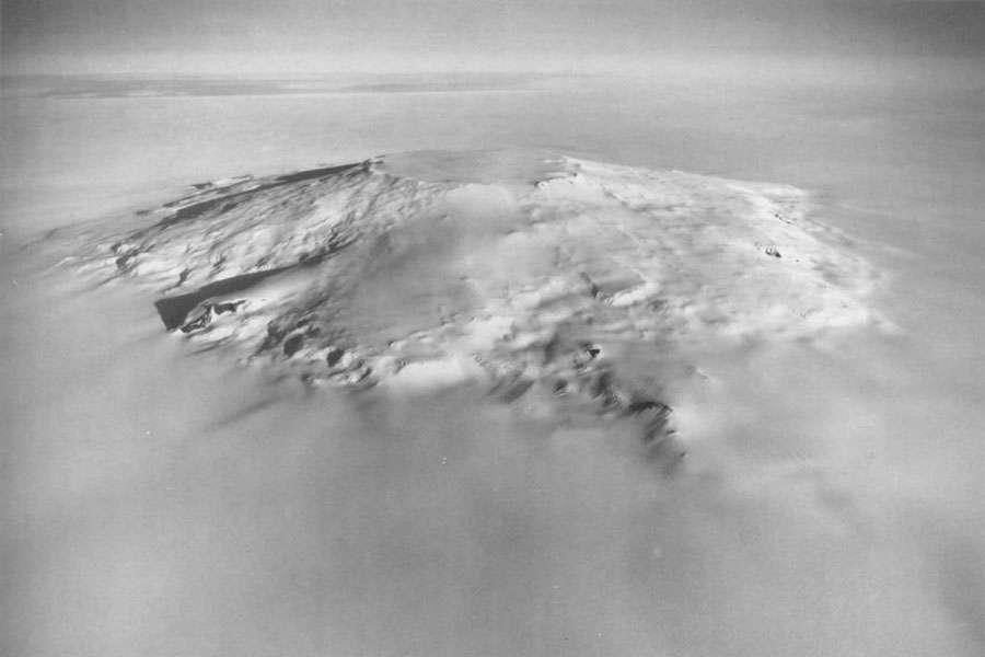 Le mont Takahé, dans l'ouest de l'Antarctique. Ce volcan massif culmine à près de 3.500 m. © DP