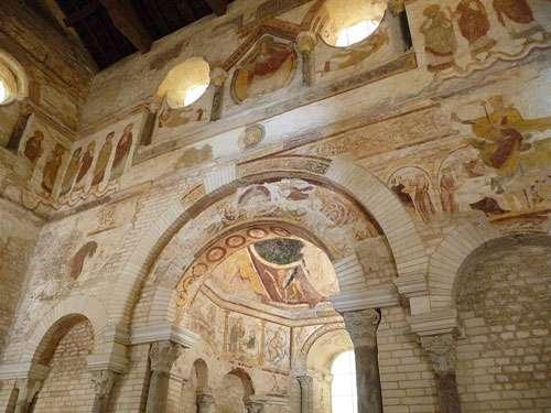 Intérieur du baptistère Saint-Jean à Poitiers. © Bigfootjp, Wikipédia, licence Creative Commons Paternité – Partage des conditions initiales à l'identique 3.0 Unported, 2.5 Générique, 2.0 Générique et 1.0 Générique.