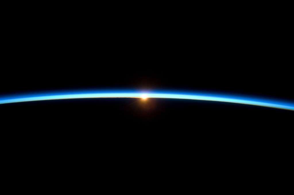 Coucher de Soleil sur Terre depuis l'espace et l'ISS