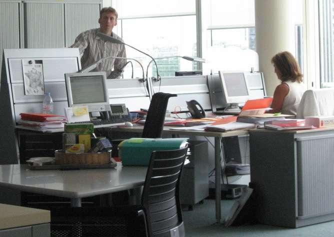 Les règles douloureuses seraient la cause d'un absentéisme scolaire et professionnel. Aux États-Unis, 600 millions d'heures ne seraient pas ouvrées à cause de ces douleurs, pour une perte nette de 2 milliards de dollars (1,5 milliard d'euros). © xtof, Flickr, cc by nc sa 2.0