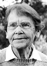En 1983, à 81 ans, Barbara McClintock n'a changé ni sa coiffure ni la forme de ses lunettes ni son regard pétillant. Elle vient de recevoir le prix Nobel de médecine et de biologie. © Nobelprize.org