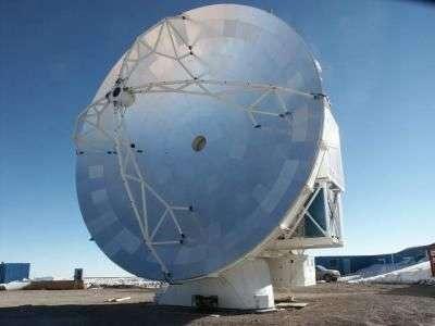 Le télescope submillimétrique APEX. Crédit ESO.