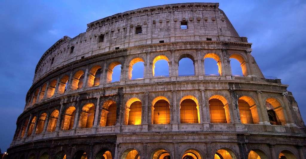 Le Colisée de Rome, emblème de la ville antique, fait partie du patrimoine italien. Aujourd'hui en état de ruine, il attire toujours plus de quatre millions de visiteurs chaque année. © Unsplash, DP