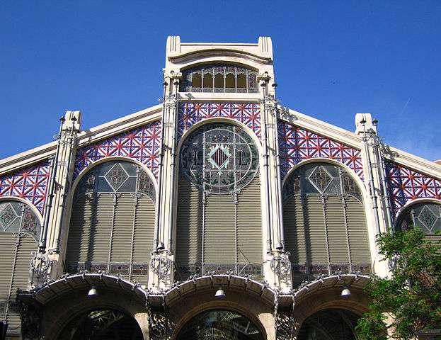 Détail de la façade du marché, au centre de Valence. © Felivet, DP