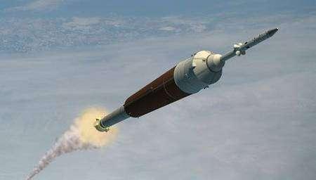 Ares 1 au décollage, emmenant un vaisseau Orion (vue d'artiste). Crédit Nasa
