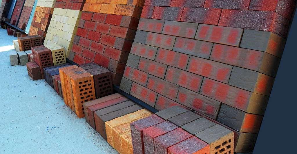 Les briques sont d'excellents matériaux pour garder la chaleur. © Radovan1, Shutterstock