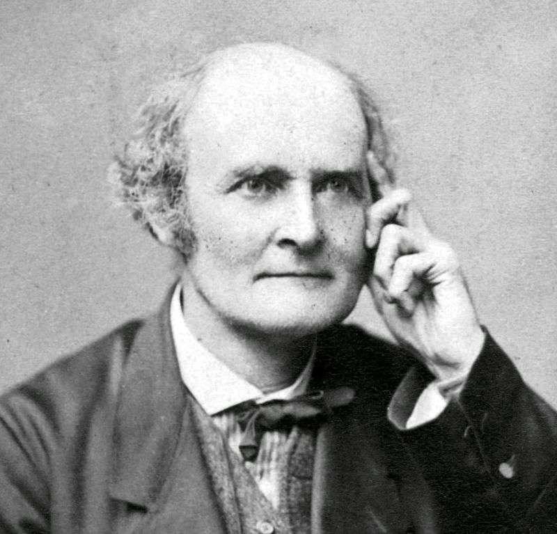 Le mathématicien britannique Arthur Cayley (1821-1895) est le premier à définir le produit des matrices en 1854. En 1850, le terme de matrix (qui sera traduit par matrice) avait été forgé (sur la racine latine mater) par son collègue et ami James Joseph Sylvester pour décrire des objets mathématiques implicitement contenus dans les travaux des mathématiciens passés. © DP