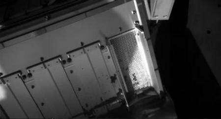 La grille d'entrée de l'instrument Tega en attente de l'échantillon de sol martien. Crédit : Nasa/Université d'Arizona