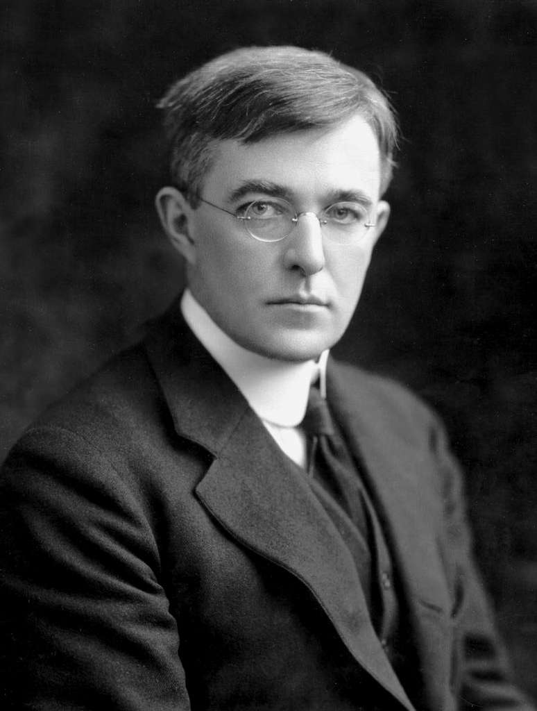 Irving Langmuir réussit à doubler la durée de vie de l'ampoule incandescente en y introduisant un gaz inerte. © Edgar Fahs Smith Collection, University of Pennsylvania Library, Domaine public