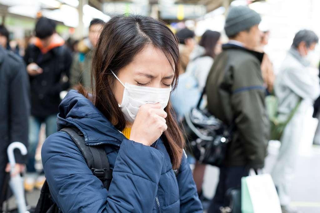 Le coronavirus de Wuhan cause des symptômes respiratoires qui peuvent être graves. © leungchopan, Adobe Stock