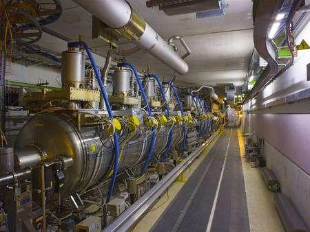 Une des cavités accélératrices du LHC. © Cern