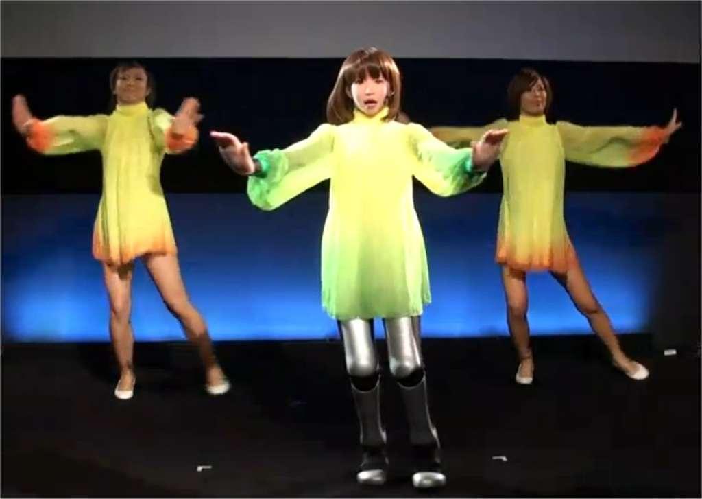 HRP 4C, une anthropoïde conçue au Japon par l'AIST, au milieu de danseuses humaines. Pour l'instant, il est facile de faire la différence, mais demain ? © AIST/YouTube