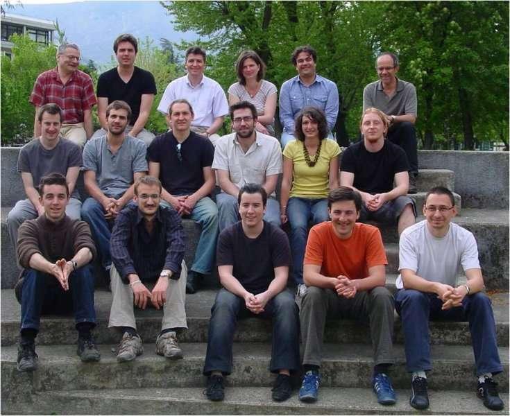 Les membres de l'équipe cohérence quantique de l'Institut Néel à Grenoble. La cohérence quantique est centrale pour le fonctionnement des composants, nanocircuits et dispositifs complets (réseaux, processeurs quantiques) qu'ils étudient. © Institut Néel