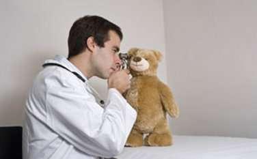 En cas de bronchiolite du nourrisson, le pédiatre peut parfois prescrire des séances de kinésithérapie respiratoire. © Aldegonde Lecompte, Fotolia