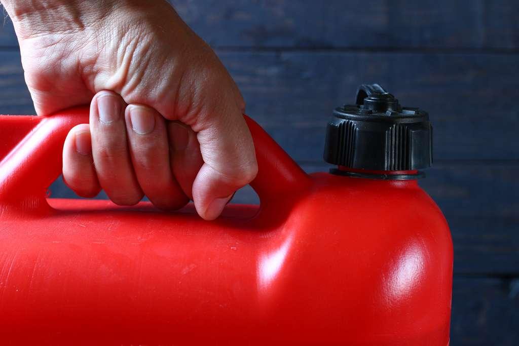 Le transport et le stockage de carburant nécessitent de respecter quelques règles. © Pavlofox, Adobe Stock