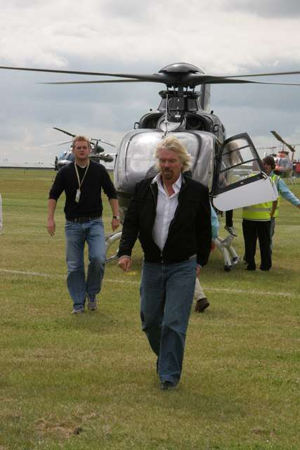 Richard Branson a créé Virgin Galactic, une compagnie de tourisme spatial. Il s'attaque désormais au marché des lancements de satellites avec LauncherOne. © Richard Smith, geograph.org.uk CC by sa 2.0