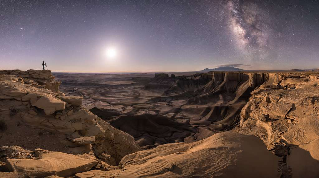 « Transporter l'âme » (Transport the Soul). La Terre, d'où est prise cette photo, tourne autour d'une petite étoile mais regardez combien elles sont dans la Voie lactée et dans sa voisine Andromède. Des centaines de milliards… © Brad Goldpaint