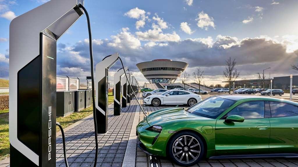 L'usine Porsche de Leipzig comprend également un parc de recharge rapide d'une capacité totale de 7 mégawatts. © Porsche
