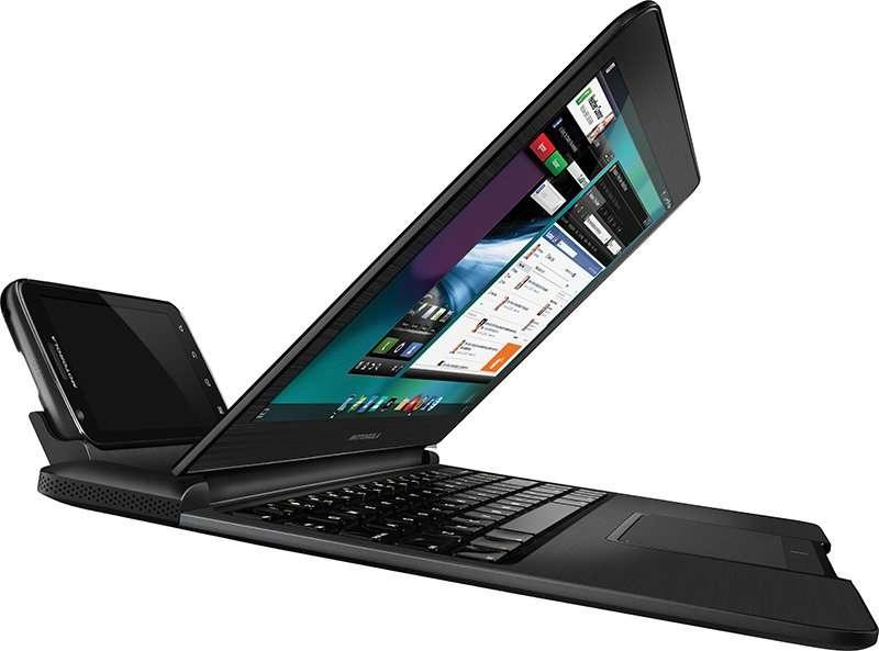 L'Atrix, un téléphone avec un gros processeur et une mémoire généreuse, se branche sur un ensemble écran-clavier pour devenir un ordinateur. © Motorola